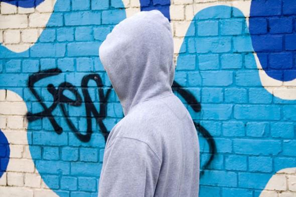 hoodie-teenager-boy-alamy